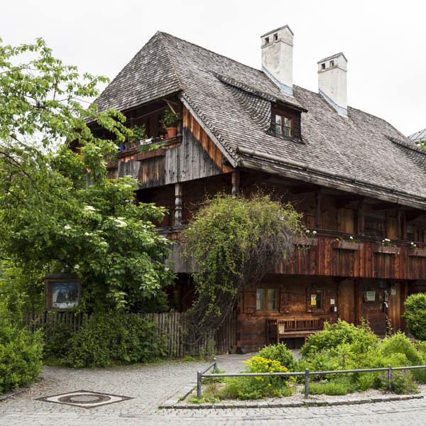 MÜnchen-Haidhausen, Helga Partikel